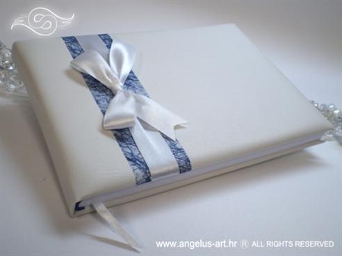 bijela knjiga dojmova s plavom mrežom i bijelom mašnom