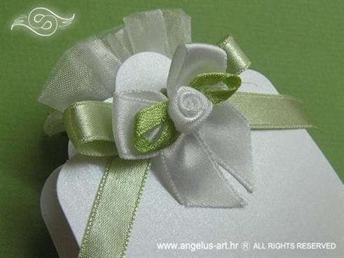 konfet lavanda sa zelenom mašnicom bijelom satenskom ružom