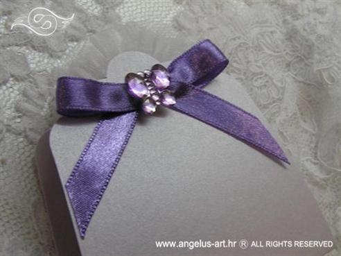 konfet lavanda za vjernčanje u lila omotnicis cirkon leptirom