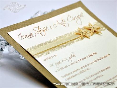 krem morska pozivnica za vjenčanje s dvije morske zvijezde
