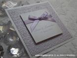 lila lavanda pozivnica s mašnicom i 3D reljefnom strukturom