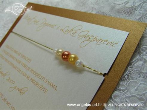 smeđa pozivnica s perlicama