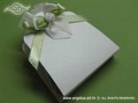sušena lavanda za vjenčanje u bijeloj kutijici sa zelenom mašnicom i ružom